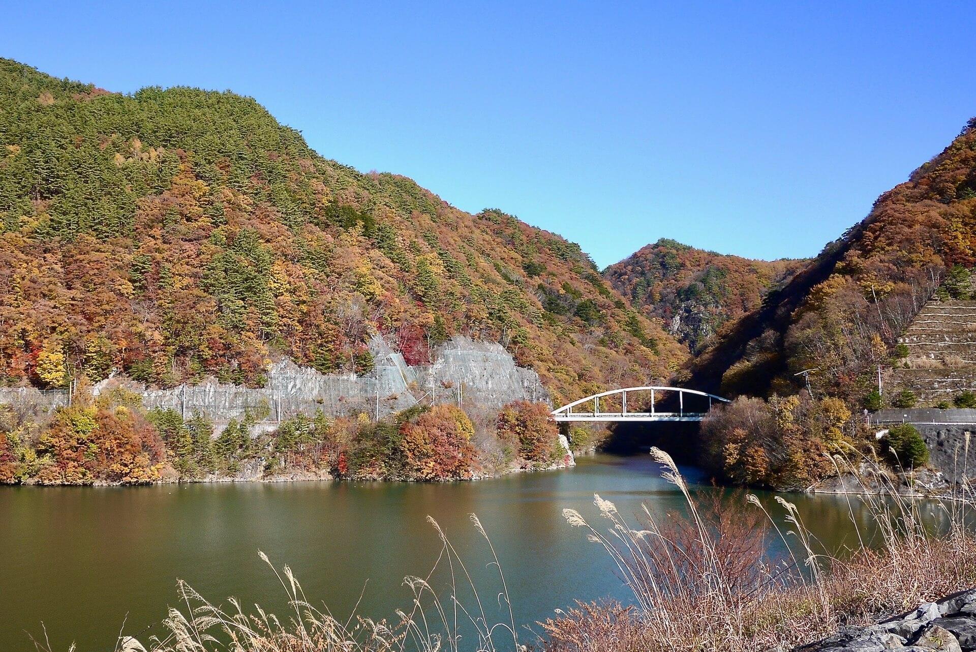 みずがき湖と増富大橋