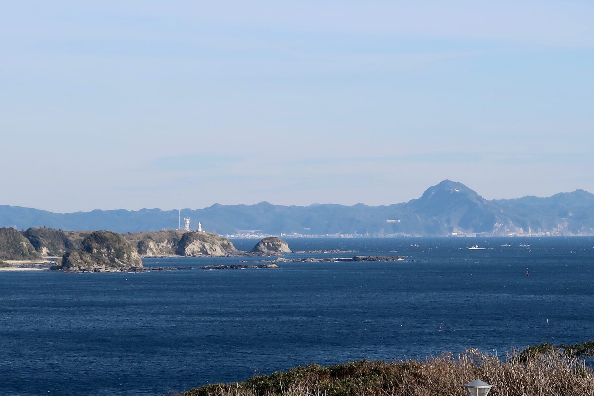 剱崎灯台と鋸山