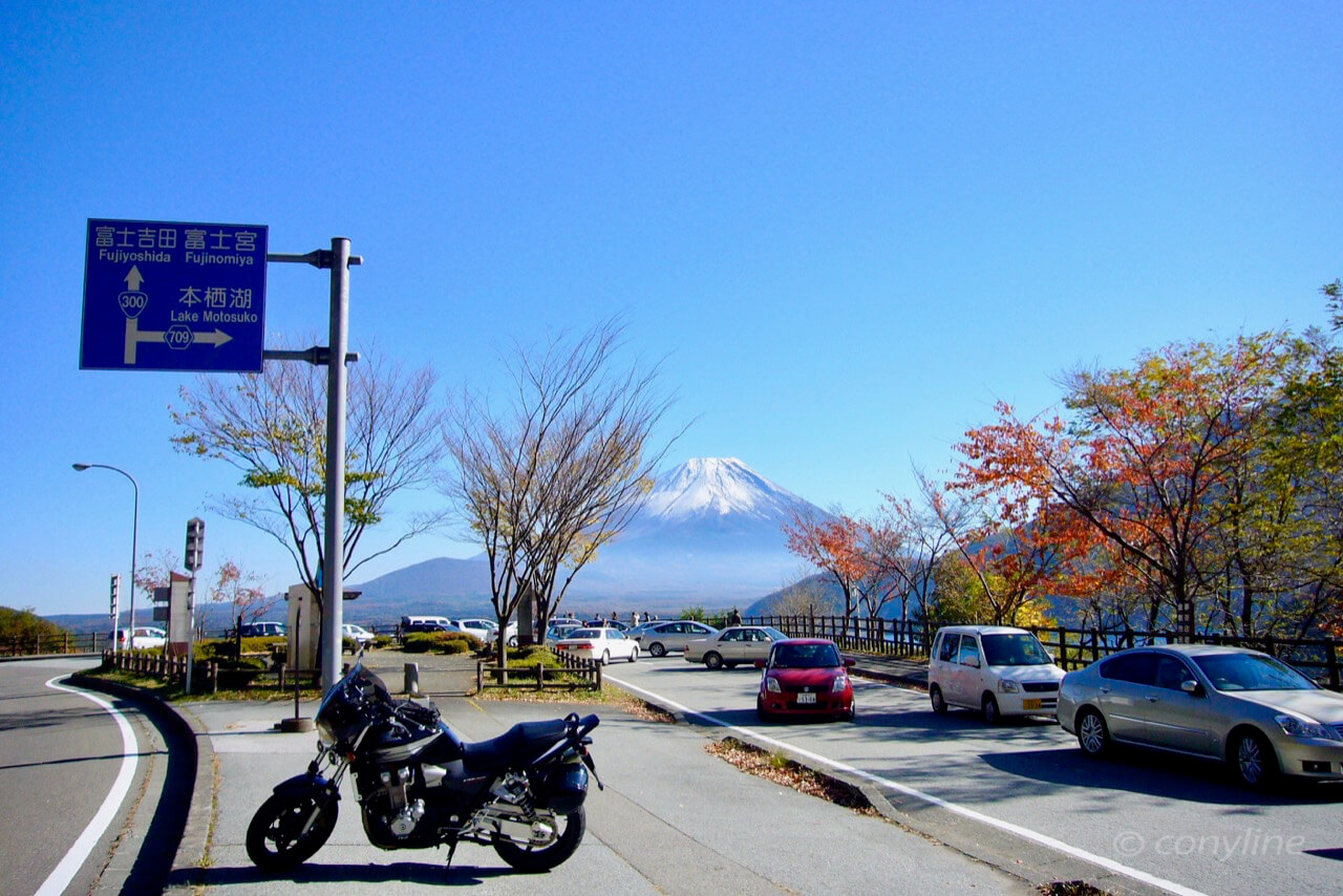 本栖湖からの初冬の富士山